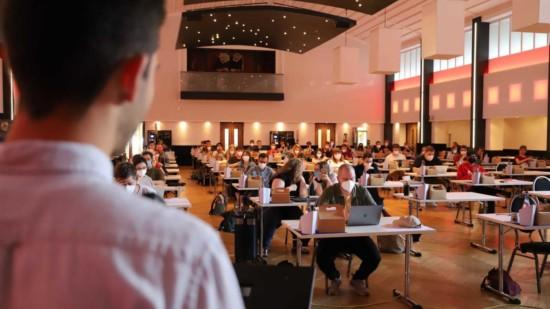 Blick auf den Konferenzsaal.